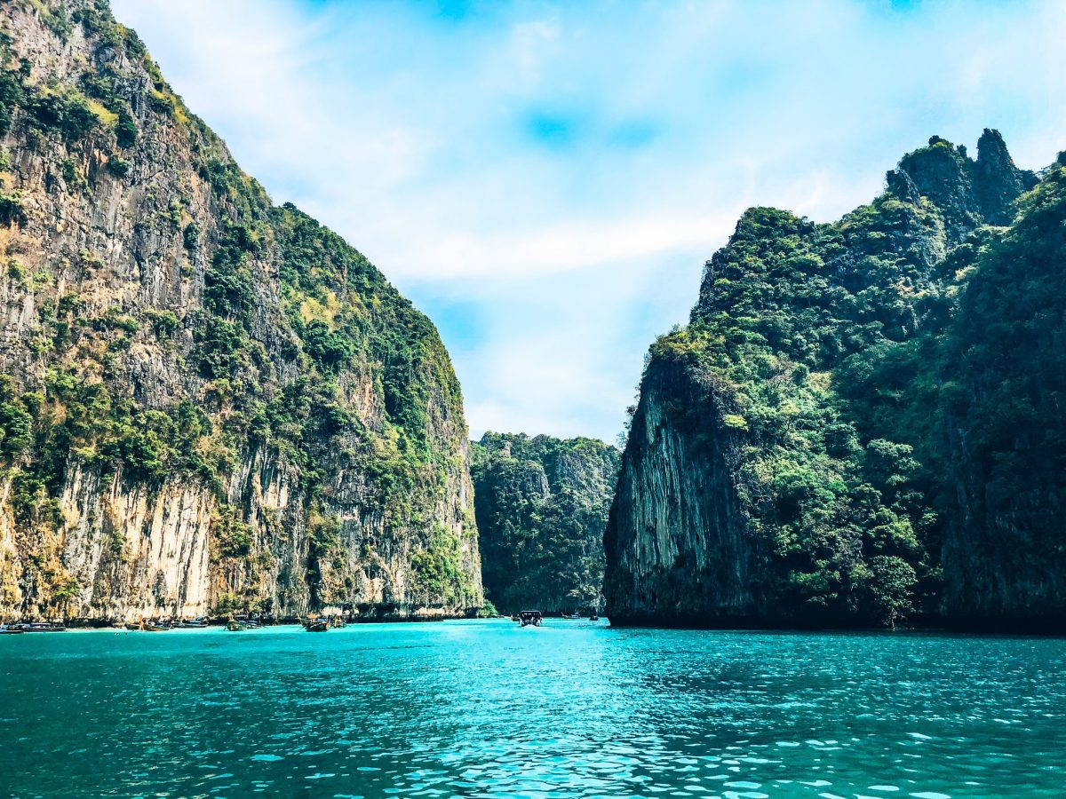 Picture of the Phi Phi Islands from a boat driving through the islands