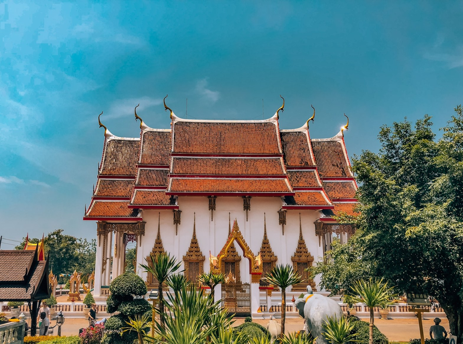 View of Wat Chalong from the side
