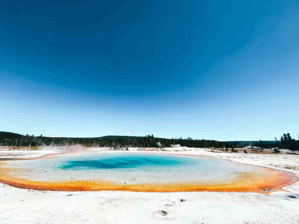 Rainbow Pool in Black Sand Basin