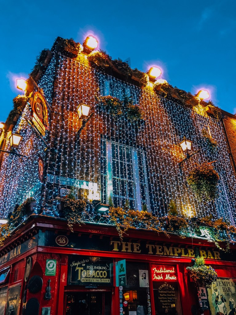 Picture of The Temple Bar at night