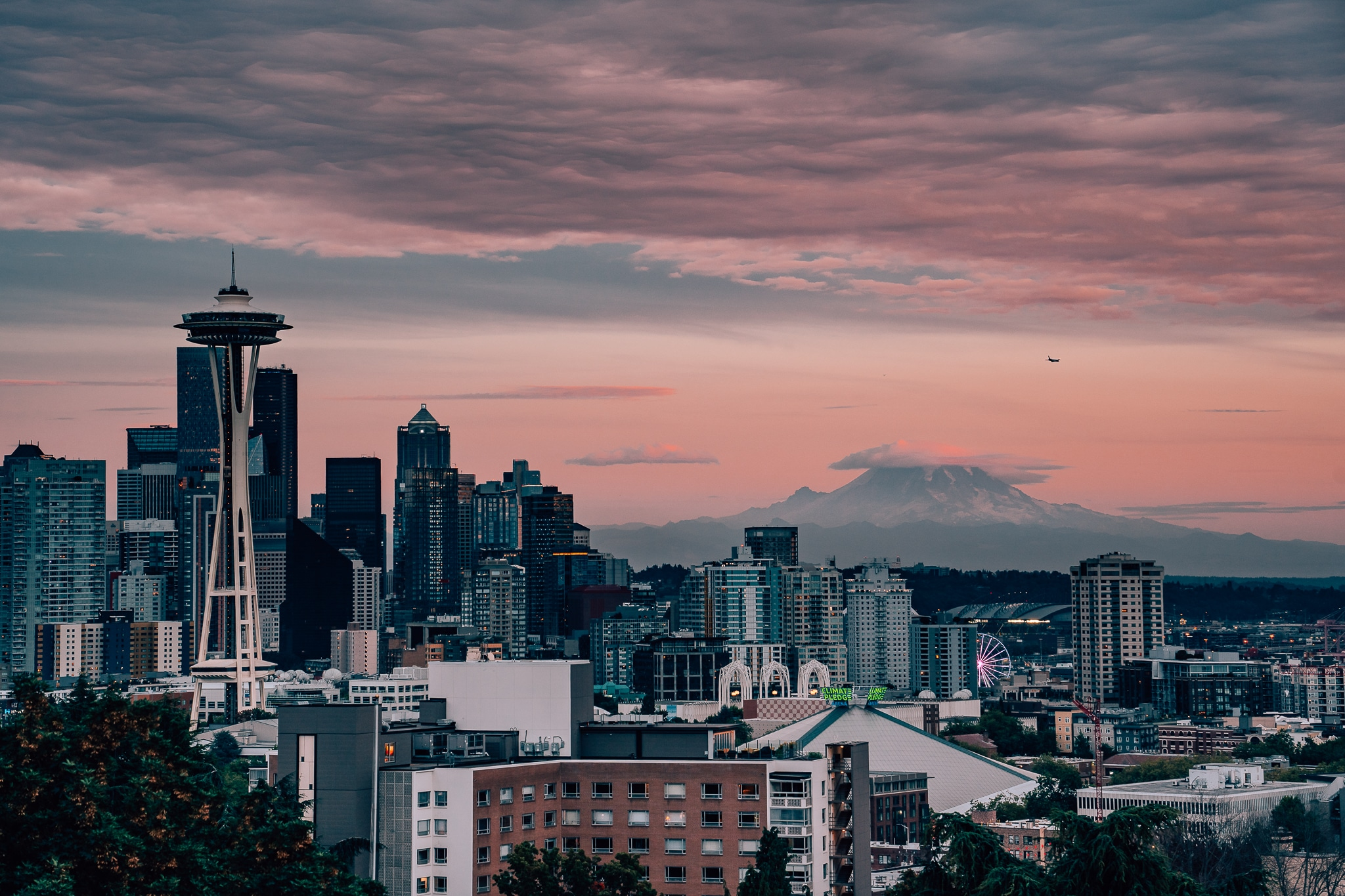 View of the Seattle skyline and Mount Rainier during sunset from Kerry Park.